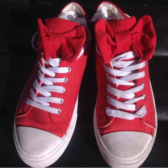 1bd8eafaa2 Wet seal red bow sneakers size 6